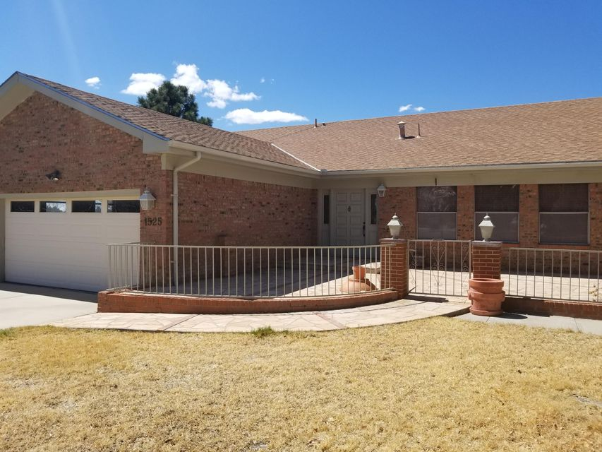 1525 Stagecoach Lane, Albuquerque NM 87123