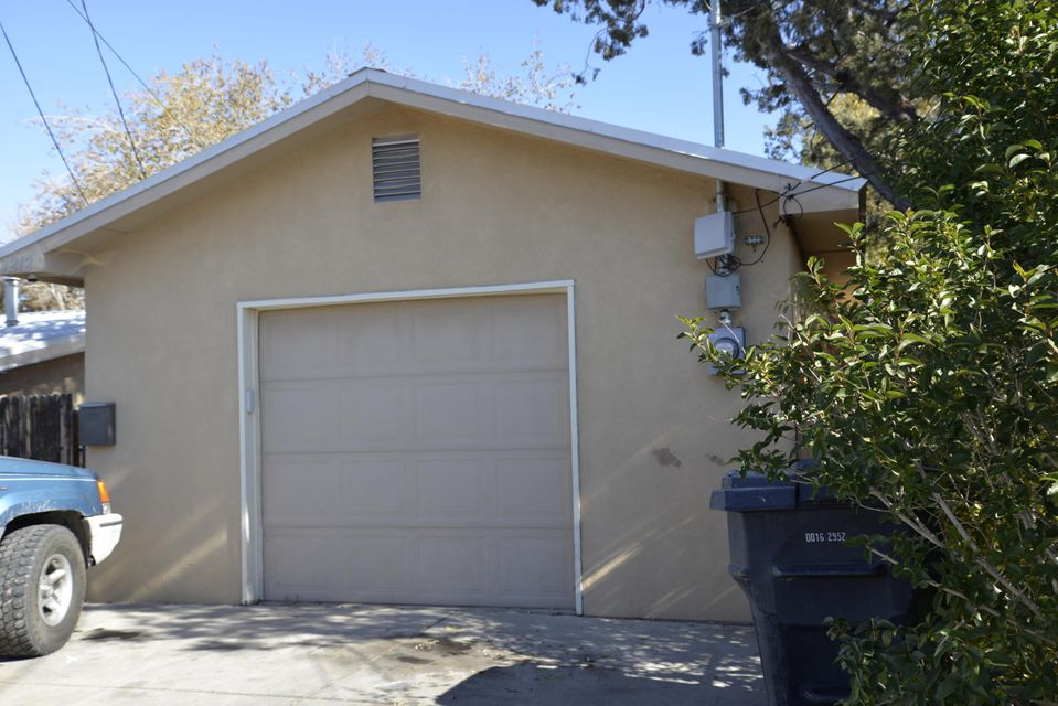 Excellent investment opportunity.  This downtown home offers 3 bedrooms 2 full baths, refrigerated air!  This home is located within walking distance of Old Town and restaurants.  Quick access to the amenities of downtown living.  Easy access to freeways.  A perfect ''walk in opportunity'' for a real estate investment.  Established tenants preside. You can not beat this price, downtown house built within the last 15 years for under a $160K.