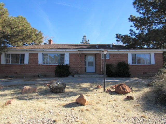 Spacious property in a convenient centrally located neighborhood. Close to Uptown shopping, restaurants and entertainment! *MULTIPLE OFFERS RECEIVED, HIGHEST & BEST DUE IN HOMEPATH ONLINE OFFERS SYSTEM BY 3PM MST, SUNDAY, 3/24/19*