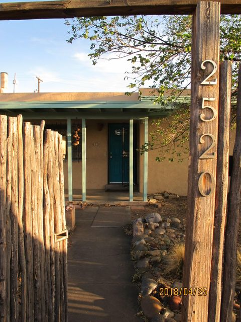 Charming South UNM area, 3 bedroom 2 bath house, with front and backyard privacy.Ideal starter home, move in ready.