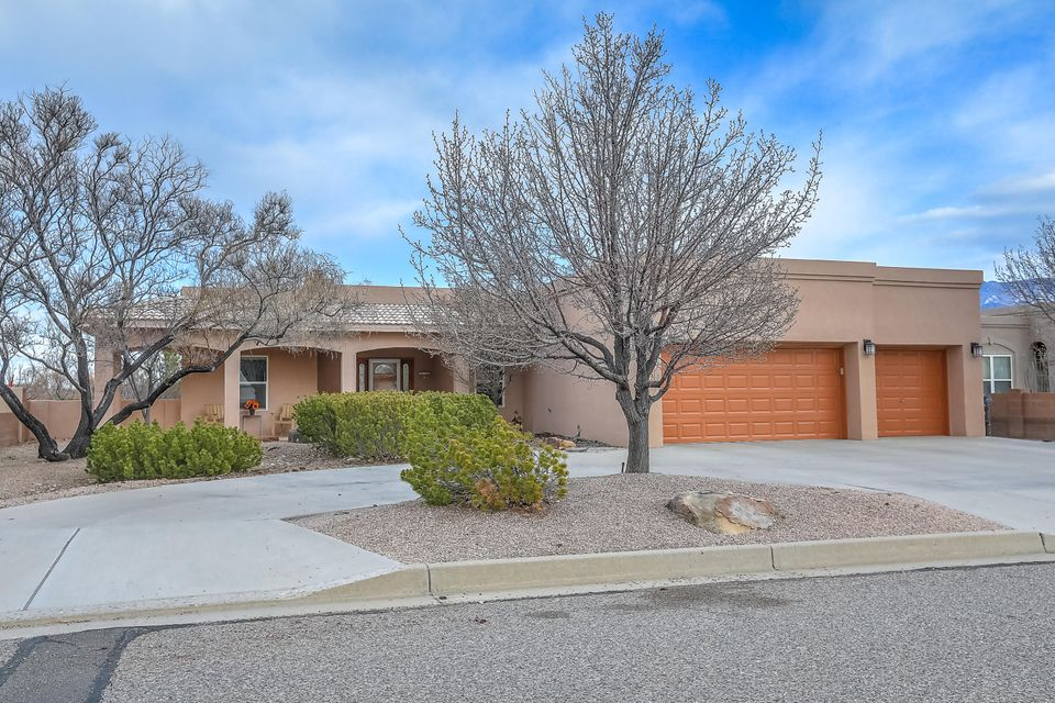 2025 Clearwater Loop NE Albuquerque Home Listings - RE/MAX Elite Albuquerque Real Estate