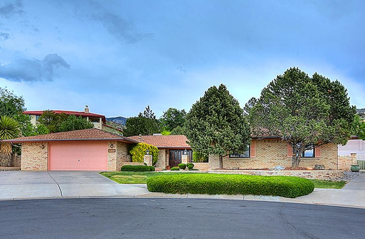 DISTINCTIVE FOOTHILLS/VISTA DEL MUNDO! IMMACULATE, SPACIOUS ALL BRICK ONE LEVEL RANCH STYLE CUSTOM RESIDENCE ON A MANICURED CUL DE SAC LOT WITH RV PARKING PLUS AN INGROUND POOL!