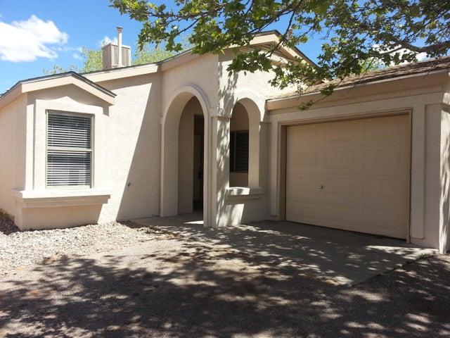 952 CHARLES Drive NE, Rio Rancho, NM 87144