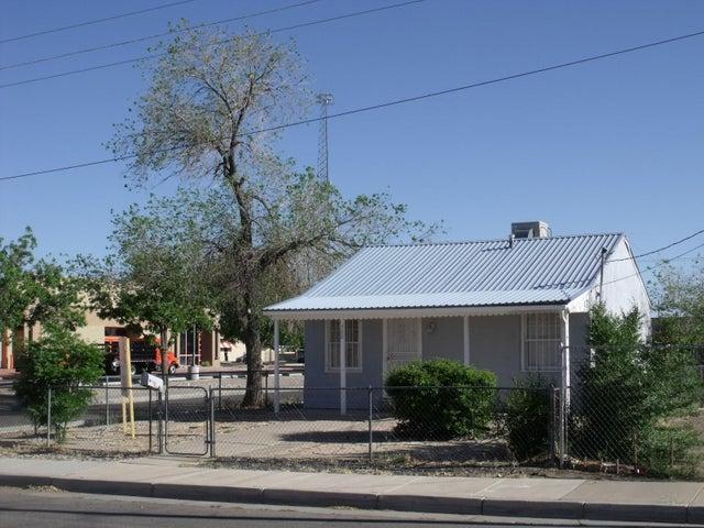 300 Woodland Avenue NW, Albuquerque, NM 87107