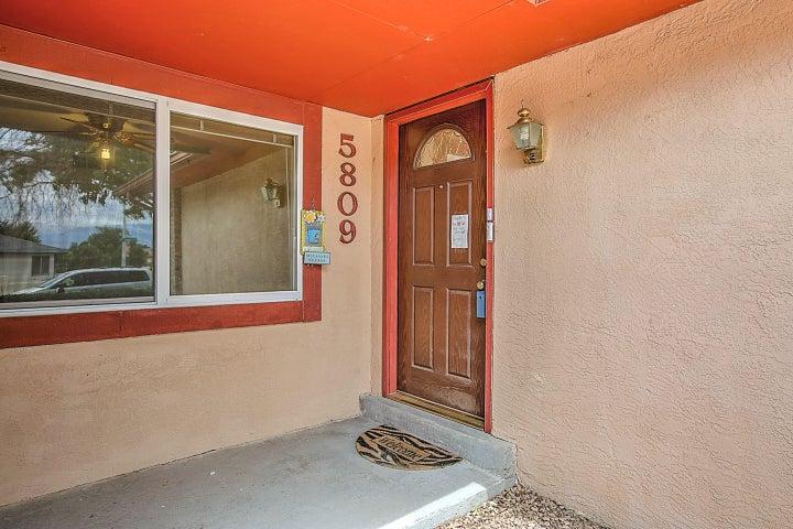 5809 Chimayo NW, Albuquerque, NM 87120