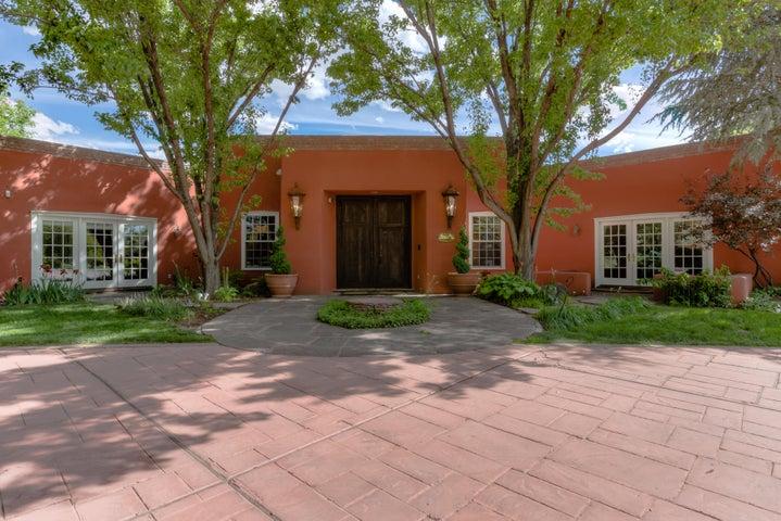 5415 Eakes Road, Los Ranchos, NM 87107