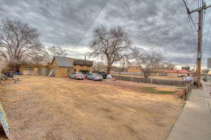 2410 Isleta Boulevard SW, Albuquerque, NM 87105