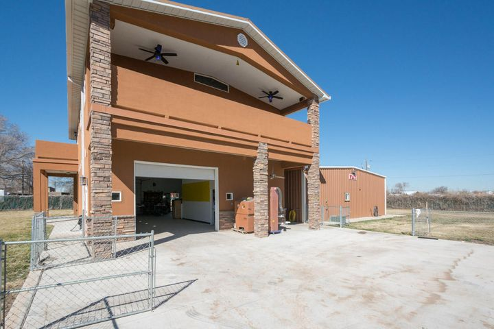214 Homeland Road NW, Albuquerque, NM 87114