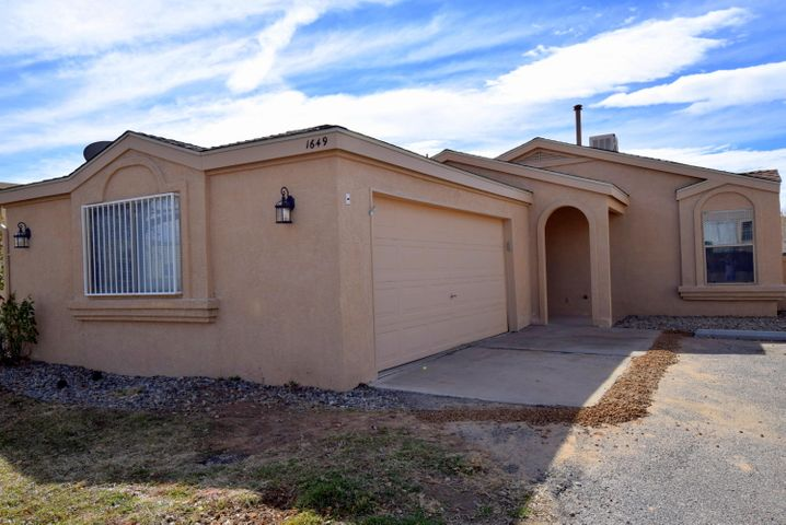 1649 Skyview Circle NE, Rio Rancho, NM 87144