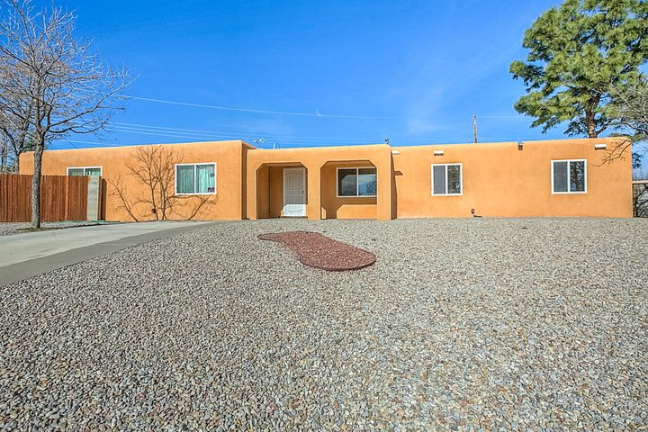 1501 Gschwind Place SW, Albuquerque, NM 87121