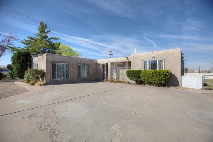 1733 Hoffman Drive NE, Albuquerque, NM 87110