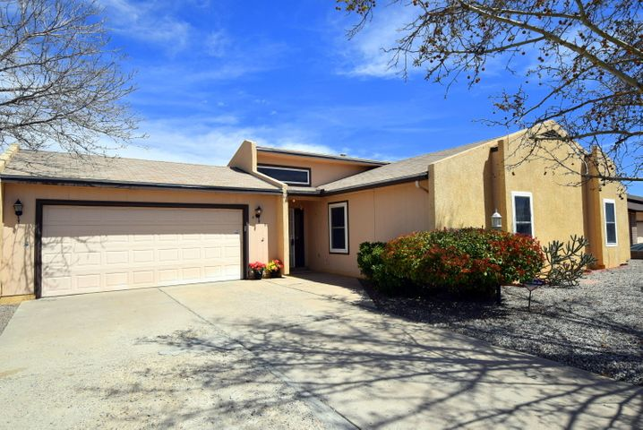 449 Wagon Train Drive SE, Rio Rancho, NM 87124