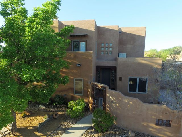 2115 Manchester Place NW, Albuquerque, NM 87107