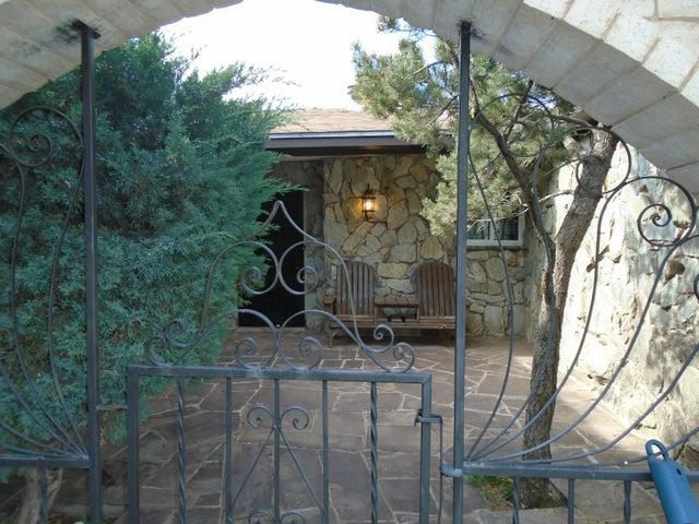 570 Solano Drive, Bosque Farms, NM 87068