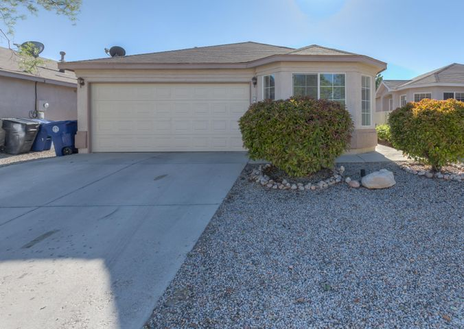 619 Vista Luna Lane SW, Albuquerque, NM 87121