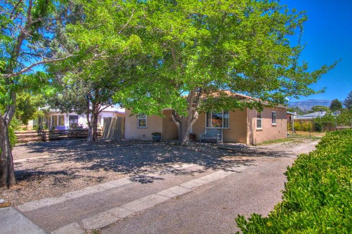 1810 La Veta Drive NE, Albuquerque, NM 87110