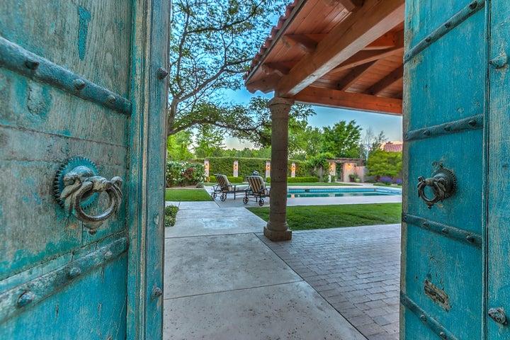 2000 Los Poblanos Place NW, Los Ranchos, NM 87107