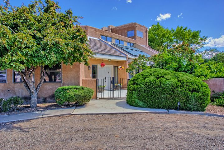 2108 Campbell Road NW, Albuquerque, NM 87104