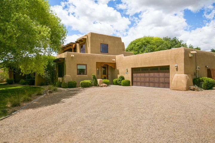 809 Los Prados De Guadalupe Drive NW, Los Ranchos, NM 87107