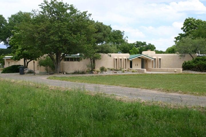 5110 Eakes Road NW, Los Ranchos, NM 87107