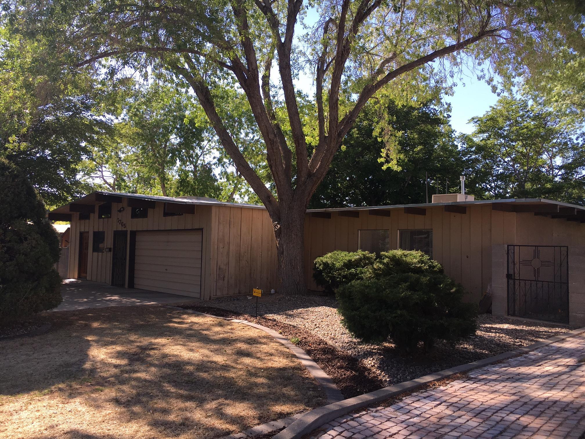 7705 Mountain Road NE, Albuquerque, NM 87110