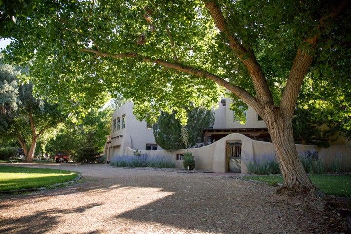 1619 Francisca Road NW, Los Ranchos, NM 87107