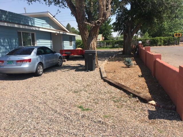 2301 Esequiel Road SW, Albuquerque, NM 87105