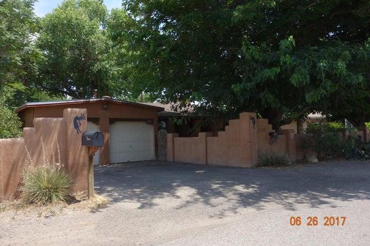 1109 Sunbeam Road SW, Albuquerque, NM 87105
