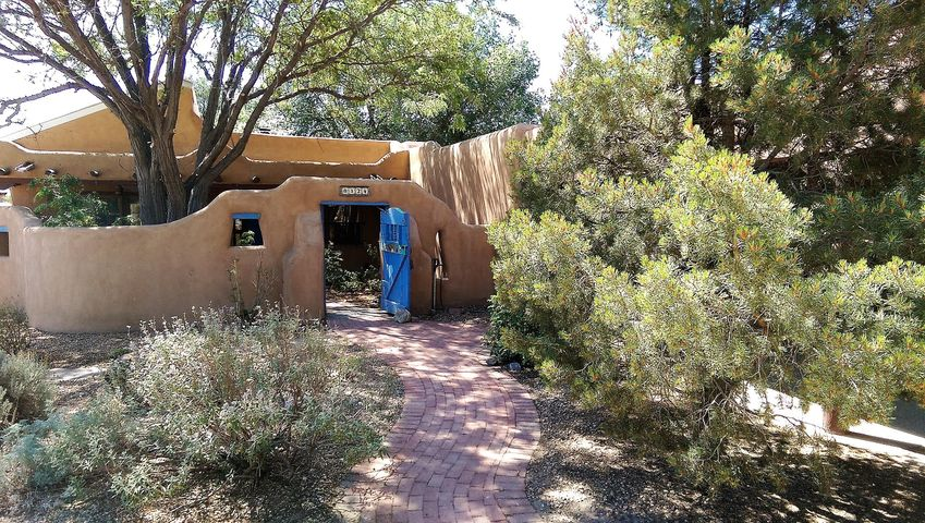 8124 Guadalupe Trail NW, Los Ranchos, NM 87114