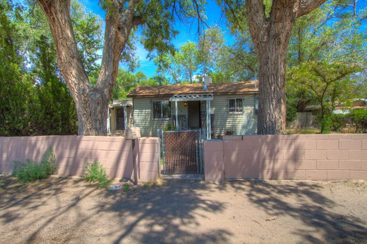 1904 Minnie Street SW, Albuquerque, NM 87105