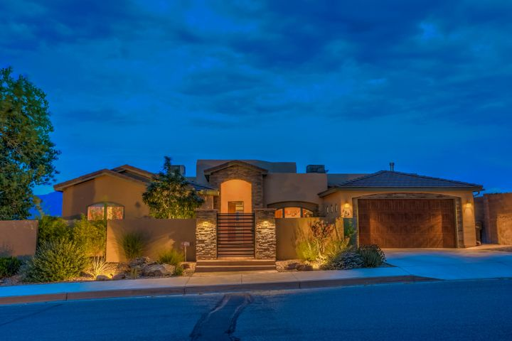 Welcome to 308 Pinnacle Drive in Rio Rancho.