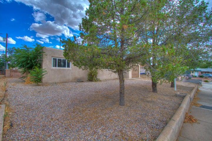 9616 Aspen Avenue NE, Albuquerque, NM 87112