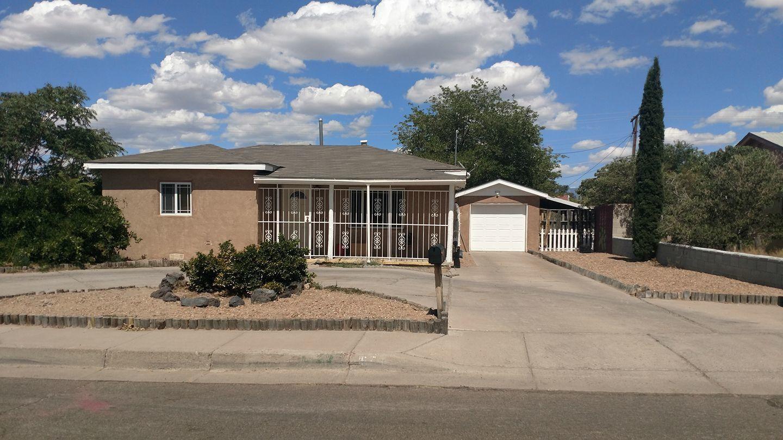 574 60Th Street NW, Albuquerque, NM 87105