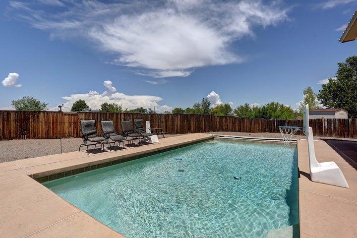 104 Derramadera Avenue NE, Albuquerque, NM 87113