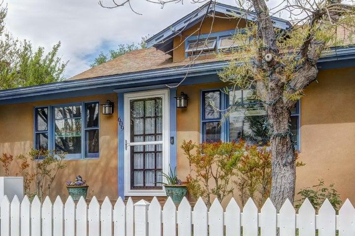 609 11th Street NW, Albuquerque, NM 87102