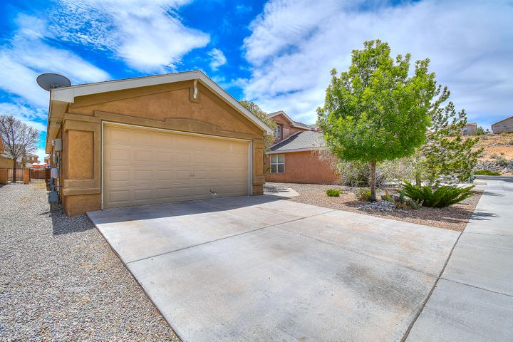 7708 Woodstar Avenue NW, Albuquerque, NM 87114