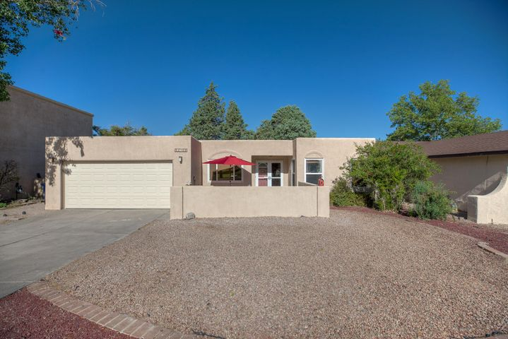 2705 Nakomis Drive NE, Albuquerque, NM 87112