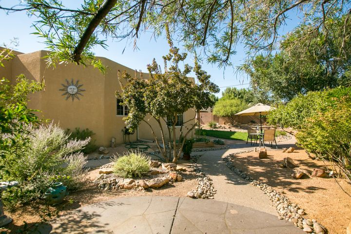 512 LAGUNA SECA Lane NW, Albuquerque, NM 87104