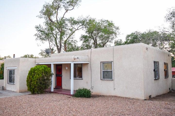 1009 Lafayette Drive NE, Albuquerque, NM 87106