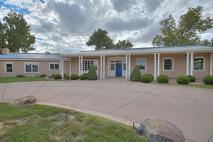 1015 Cottonwood Place NW, Los Ranchos, NM 87107