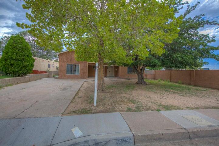 723 Dallas Street NE, Albuquerque, NM 87108