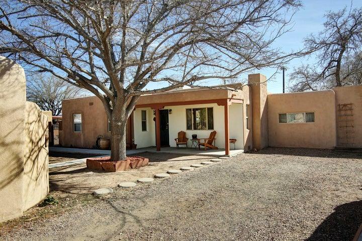6822 5Th Street NW, Los Ranchos, NM 87107