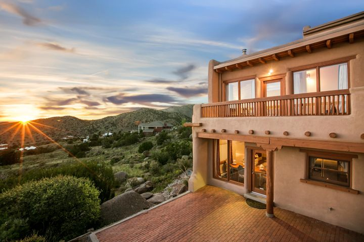 1109 La Luz Trail NE, Albuquerque, NM 87122