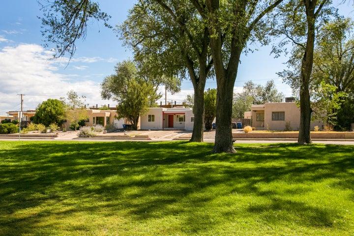 4814 Crest Avenue SE, Albuquerque, NM 87108