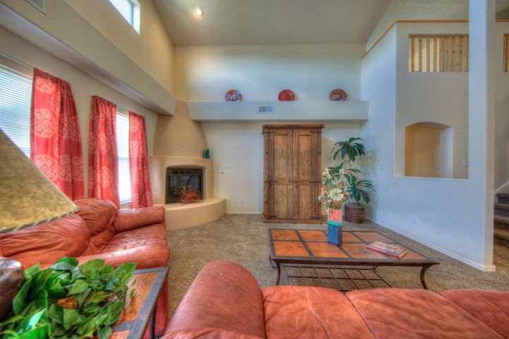 10409 Chaparro Drive NW, Albuquerque, NM 87114