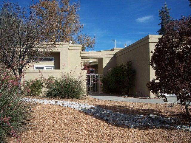 12115 La Vista Grande Drive NE, Albuquerque, NM 87111
