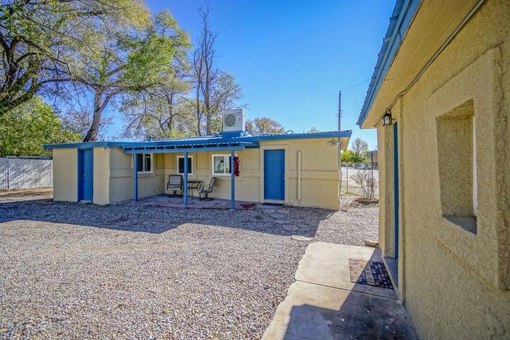 834 Arthur Road SW, Albuquerque, NM 87105