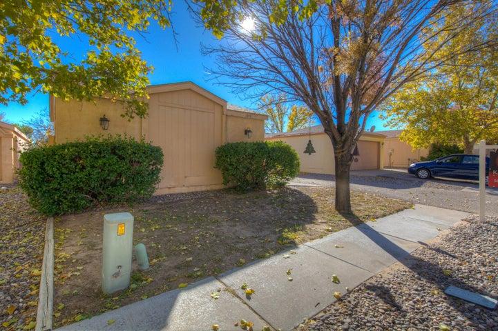 1353 Rebecca Road NE, Rio Rancho, NM 87144