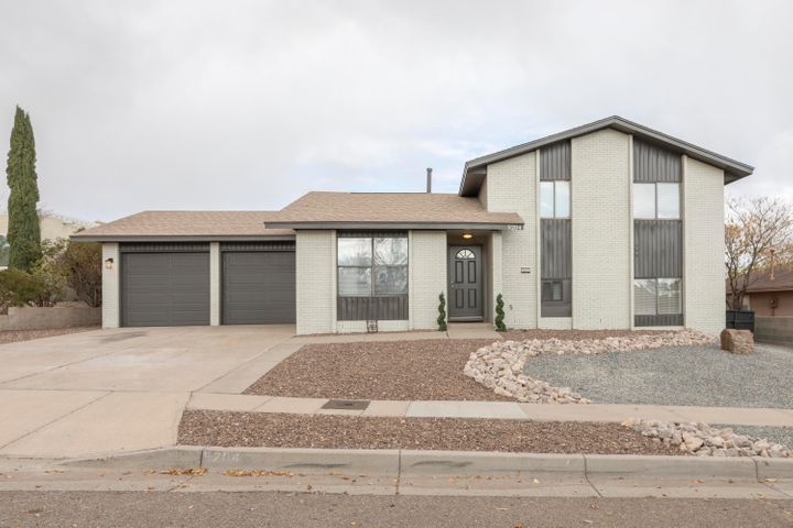 5204 Spinning Wheel Road NW, Albuquerque, NM 87120