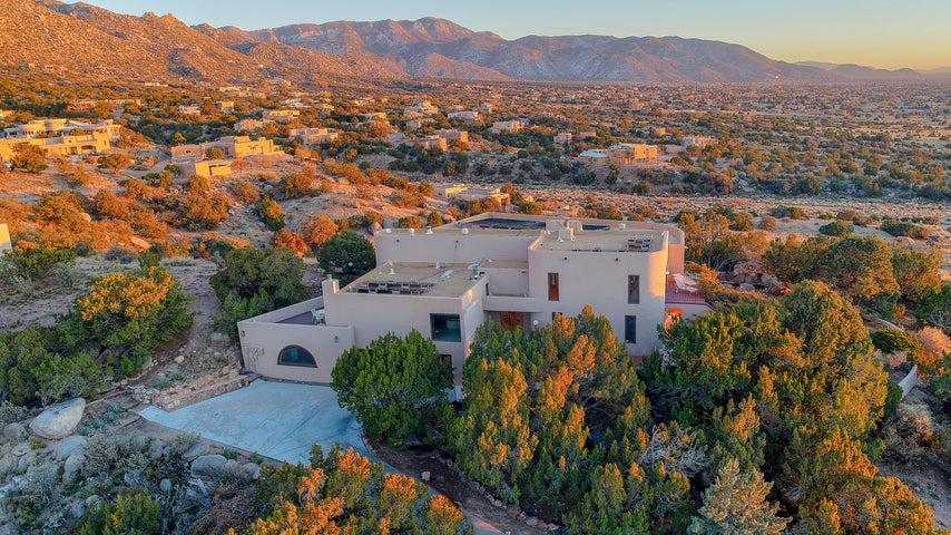 203 Spring Creek Drive NE, Albuquerque, NM 87122
